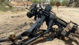 Les débris du véhicule piégé ayant servi pour l'attentat d'Agadès, le 23 mai - Photo AFP