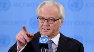 Vitaly Churkin, Ambassadeur russe auprès des Nations Unies, parle aux médias après avoir assisté à une réunion du Conseil de Sécurité sur le rapport des enquêteurs sur les armes chimiques en Syrie le 16 septembre, au QG de l'ONU à New York - Photo AFP/Stan Honda