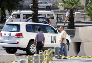 Des véhicules de l'ONU quittant le Four Seasons Hotel à Damas - Photo AFP/Louai Beshara