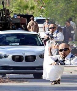 Des miliciens à Misratah qui ont tué des manifestants le 15 novembre