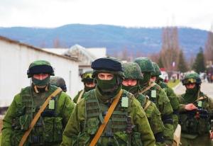 Des soldats russes à Perevalne en Crimée, le 5 mars 2014 - photo via Shutterstock