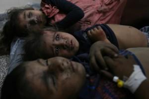 Des enfants palestiniens blessés à l'hôpital al-Najar à Rafah au sud de Gaza, après une frappe militaire israélienne le 1 août - Photo Eyad Al Baba / APA Images