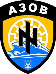 """Insigne du bataillon """"Azov"""", portant en arrière-plan le """"Soleil Noir"""" nazi"""