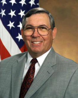 Anthony J. Tether, directeur de DARPA et co-président du Highlands Forum du Pentagone de juin 2001 à février 2009