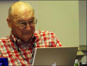 Andrew Marshall, désormais chef du Bureau d'Evaluation de Réseaux du DoD à la retraite et co-président du Highlands Forum, pendant une session du Forum en 2008