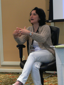 Le Dr. Amy Zalman, ex-stratège chez SAIC, est PDG de la World Futures Society, et une déléguée de longue date du Highlands Forum du Pentagone, conseillant le gouvernement sur les communications stratégiques dans la guerre irrégulière