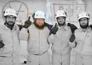 """Une """"photo d'équipe"""" des casques Blancs - capture d'écran du récent documentaire promotionnel financé par Soros sur Netflix"""